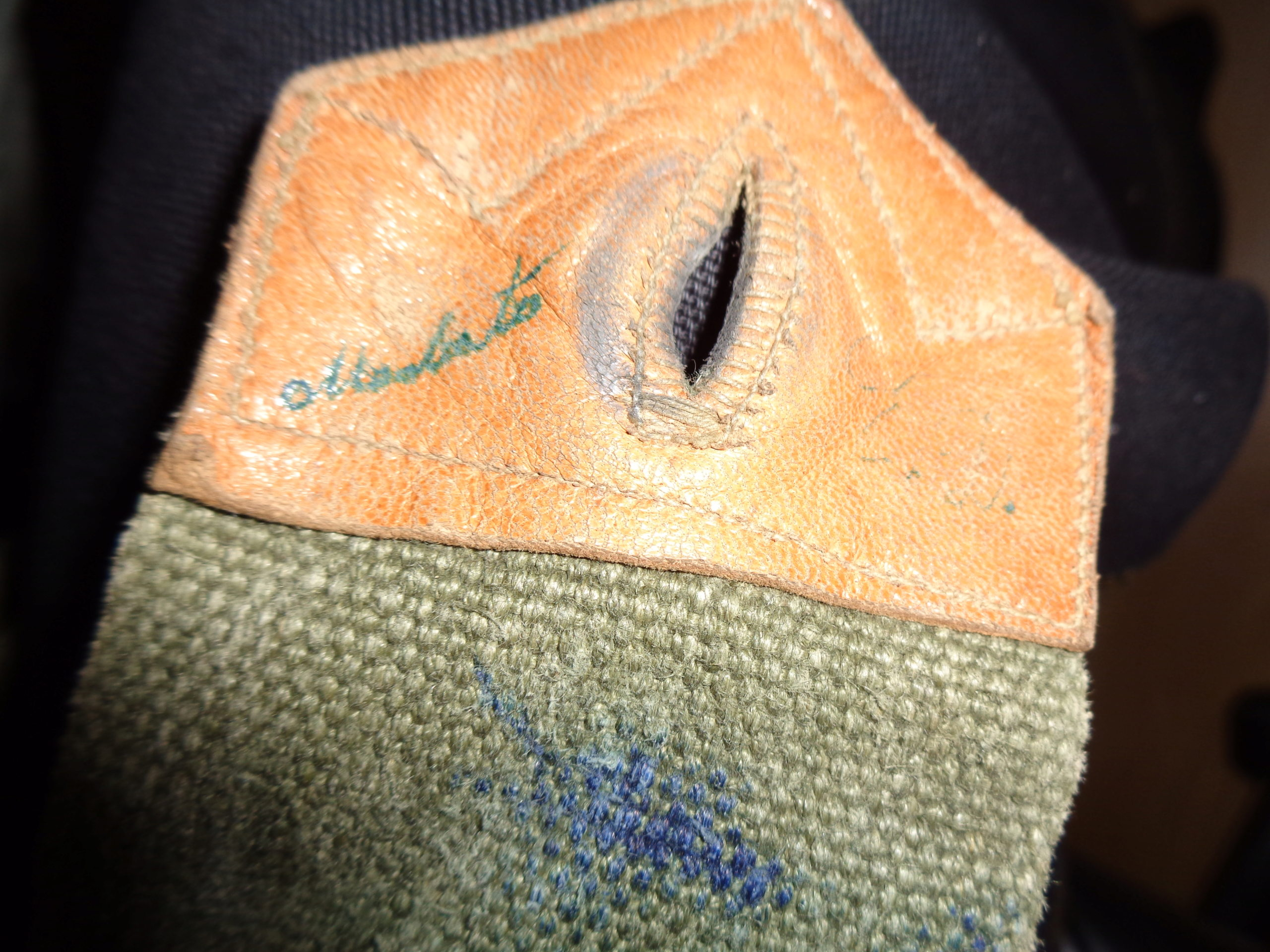 Weird Garand belt, alu-leather flap closures Dsc00818