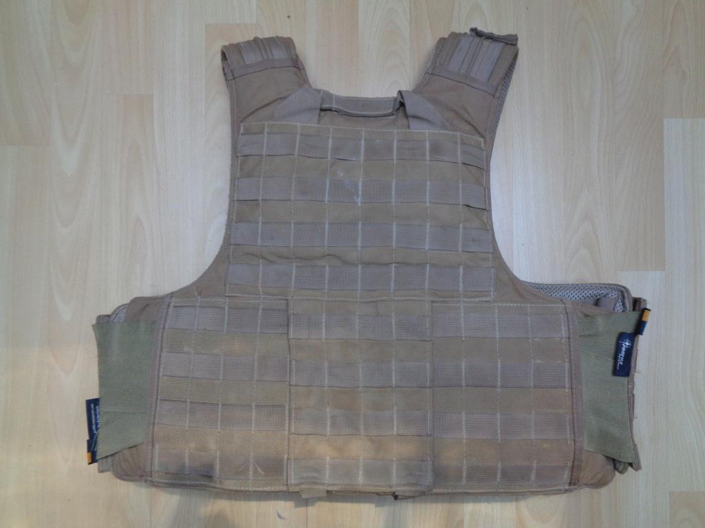 Dutch uniform and body armor as used in Mali, Fibrotex Fightex and Profile Equipment Moral SF, and more related gear (Profile, Diamondback) Dsc01026