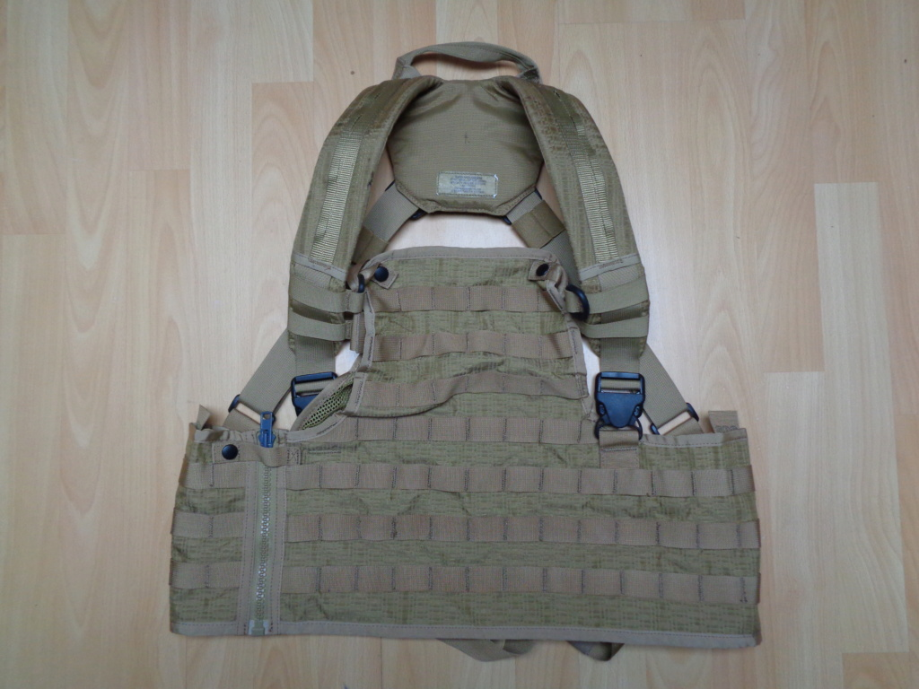 Dutch uniform and body armor as used in Mali, Fibrotex Fightex and Profile Equipment Moral SF, and more related gear (Profile, Diamondback) Dsc01222