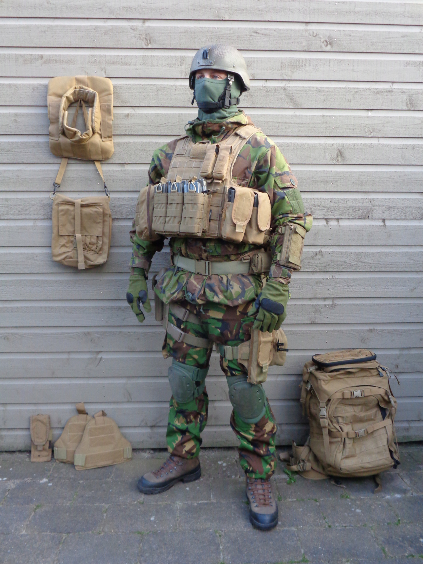 Dutch army loadout displays (cold war era) - Page 5 Nederl90