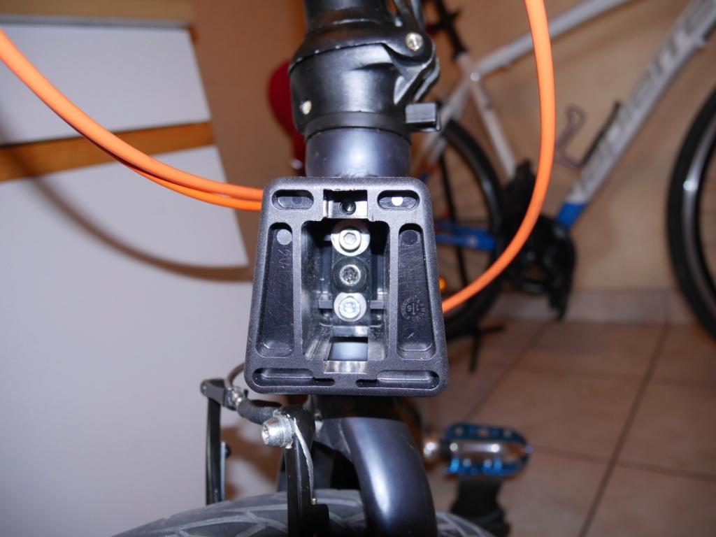 Fixer un sac frontal Brompton sur un vélo pliable d'une autre marque P1040217
