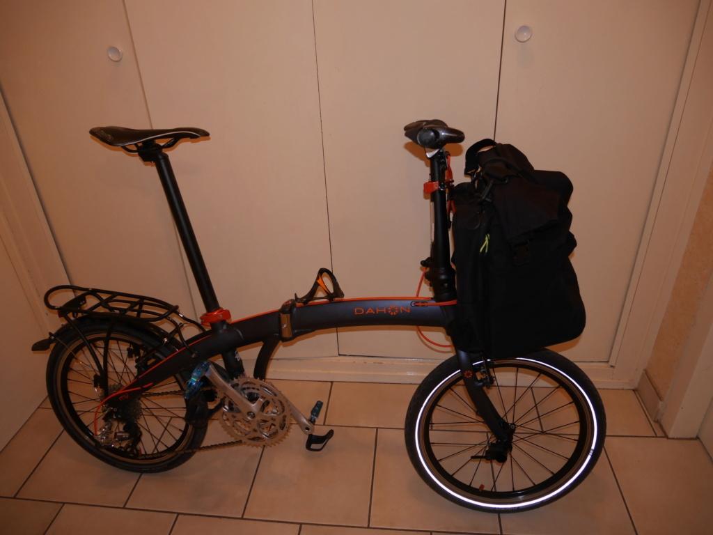 Fixer un sac frontal Brompton sur un vélo pliable d'une autre marque P1040218