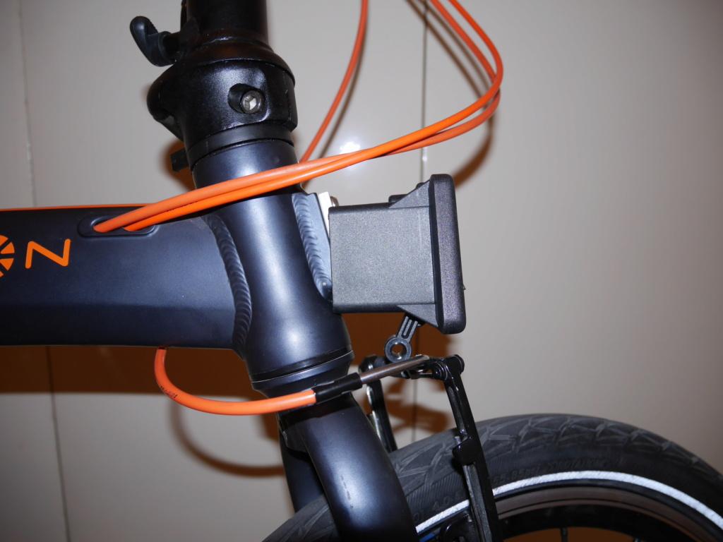Fixer un sac frontal Brompton sur un vélo pliable d'une autre marque P1040219