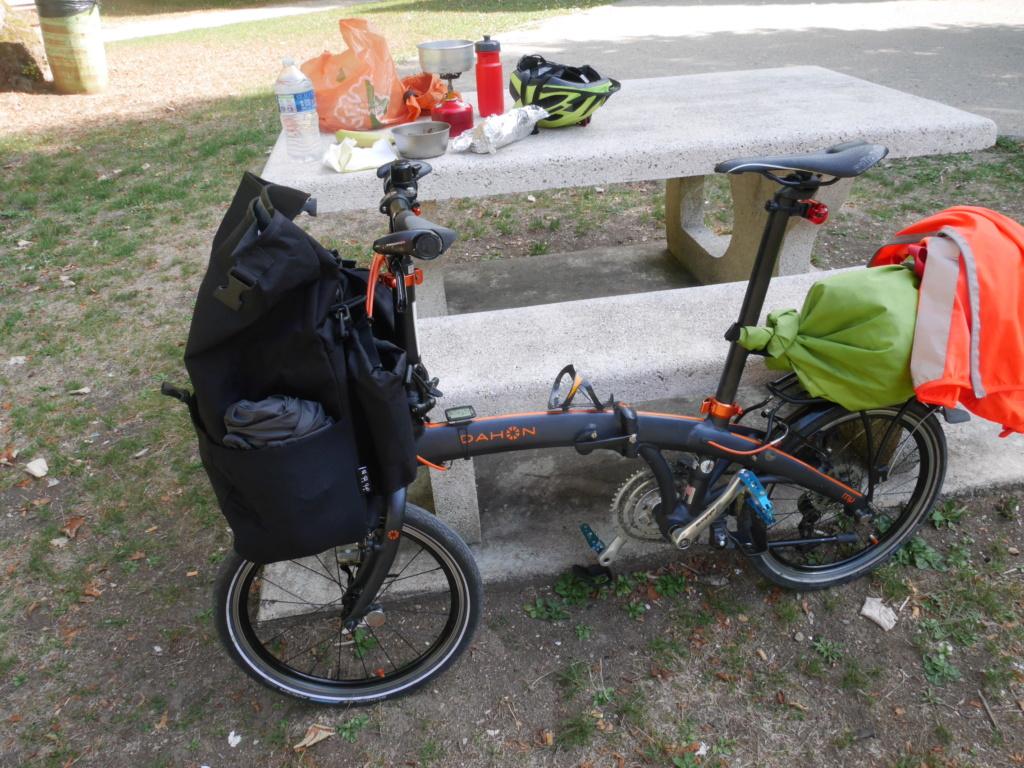 Fixer un sac frontal Brompton sur un vélo pliable d'une autre marque P1040221