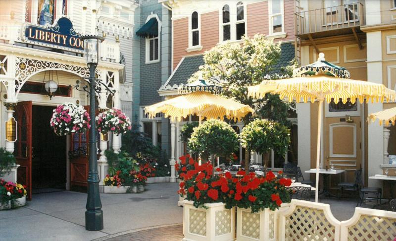 (Histoire) Lilly's Boutique a remplacé une salle du Walt's - An American Restaurant Fstr10