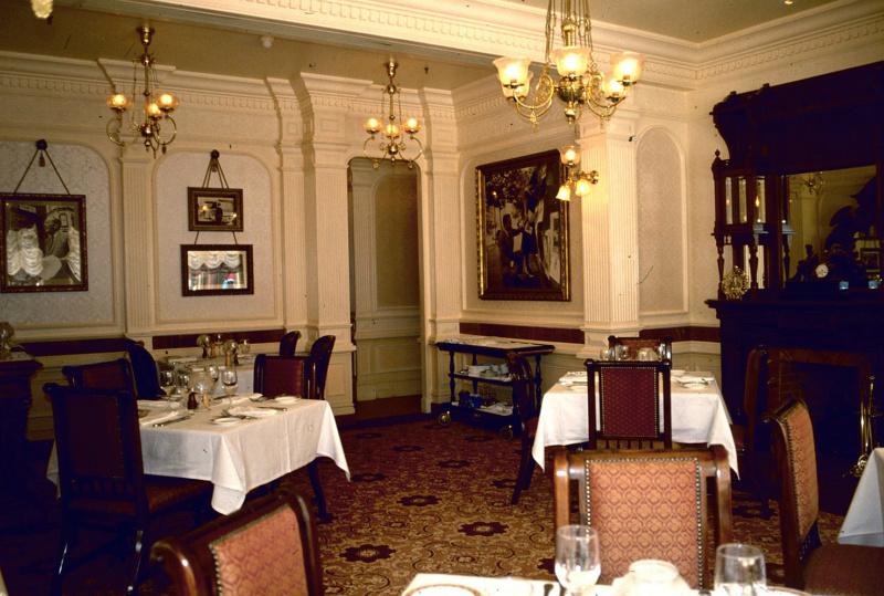 (Histoire) Lilly's Boutique a remplacé une salle du Walt's - An American Restaurant Walt_s21