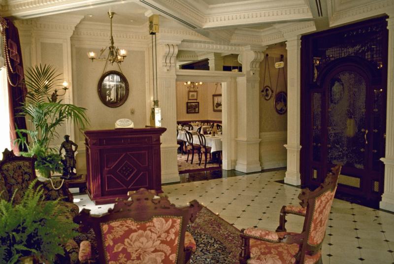 (Histoire) Lilly's Boutique a remplacé une salle du Walt's - An American Restaurant Walt_s23