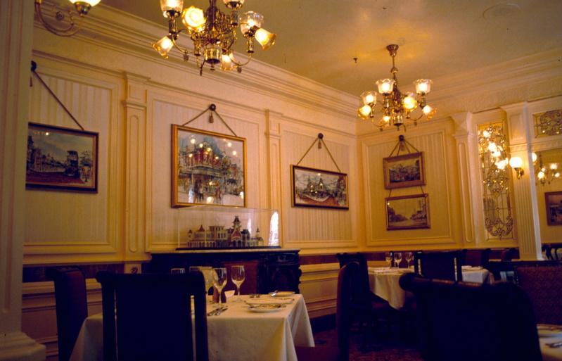 (Histoire) Lilly's Boutique a remplacé une salle du Walt's - An American Restaurant Walt_s24