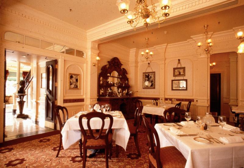 (Histoire) Lilly's Boutique a remplacé une salle du Walt's - An American Restaurant Walt_s25
