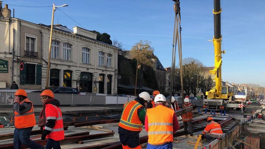 Vidéo. Angers : l'aiguillage du Tram est posé au centre des congrés E283ff10