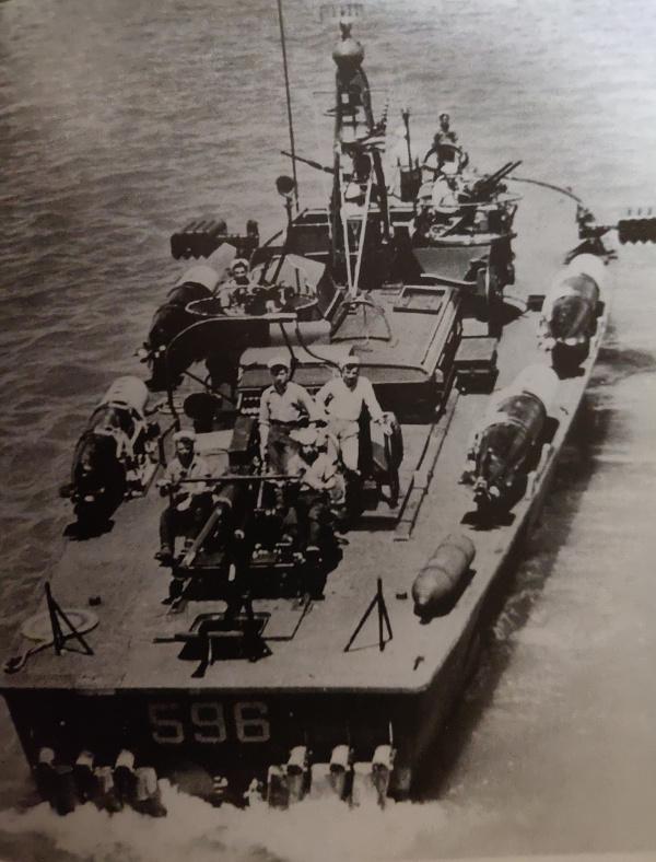 Torpédo boat PT-596 1/35 Italeri Img_2206
