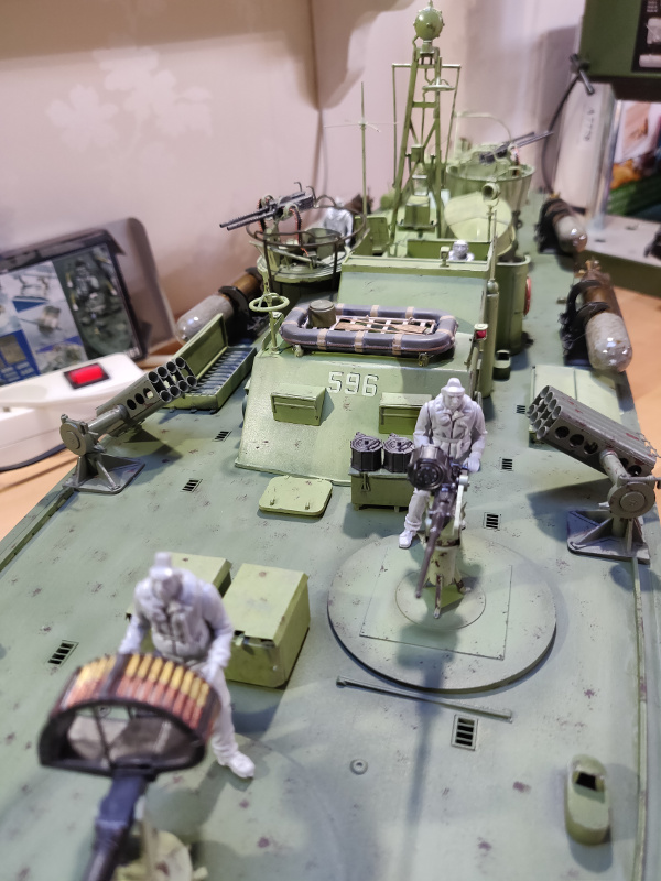 Torpédo boat PT-596 1/35 Italeri - Page 8 Img_2508