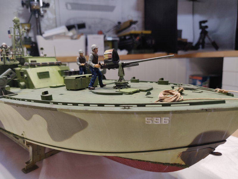 Torpédo boat PT-596 1/35 Italeri - Page 9 Img_2551
