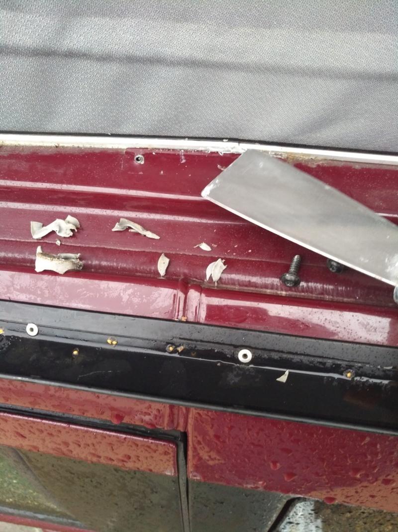 Lamelle de guidage toit ouvrant cassé nette ; référence des nouvelles pièces et le prix ! - Page 5 Img_2014