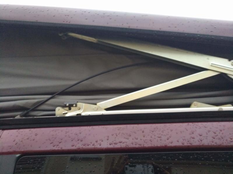 Lamelle de guidage toit ouvrant cassé nette ; référence des nouvelles pièces et le prix ! - Page 5 Img_2028