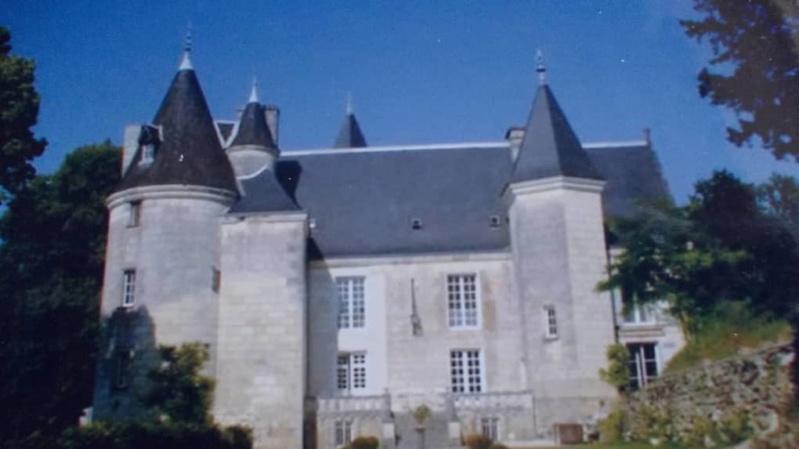 Le château de la Roche-Berthault 5ba44110