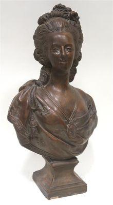 A vendre: bustes Marie Antoinette - Page 8 Zzante10