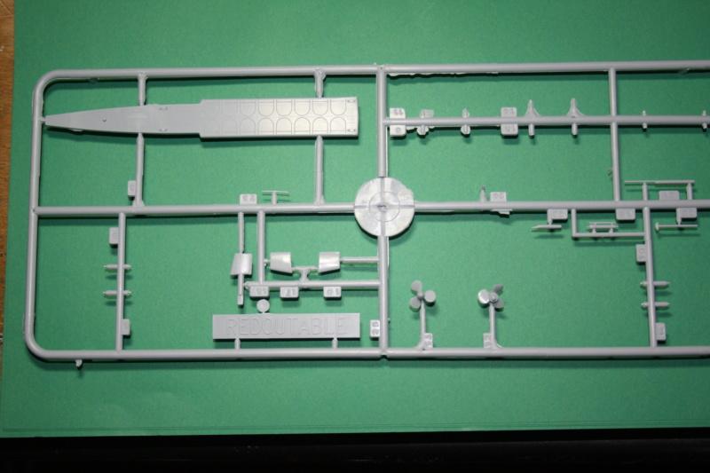 Sous-marin nucléaire lanceur d engins SNLE REDOUTABLE HELLER Réf  KIT 71241 Hzolic11