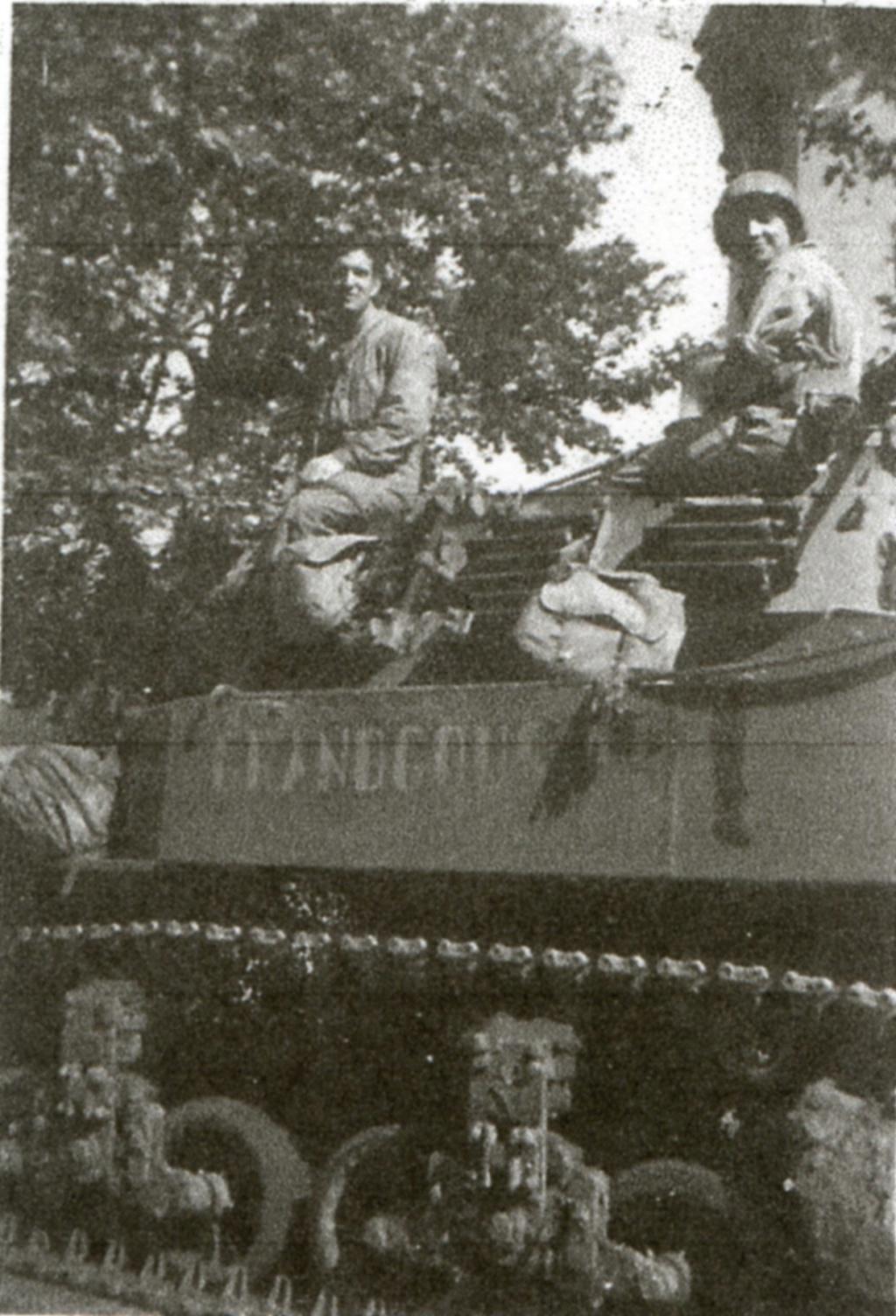 lot photos liberation paris datée 26 aout  et 29 sept 1944 Rochef10