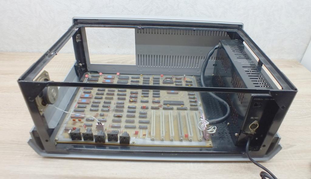 Кратко о компьютере АГАТ 1210