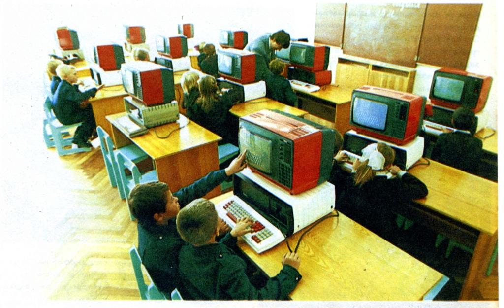 Кратко о компьютере АГАТ 3810