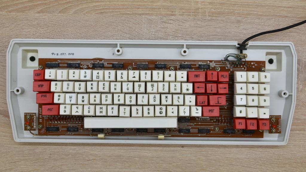 Кратко о компьютере АГАТ 4210