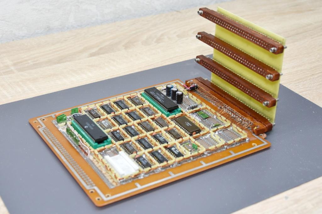 Упрощаем схему Микро-80 и исправляем косяки. И собираем по технологиям 80-х годов. R010