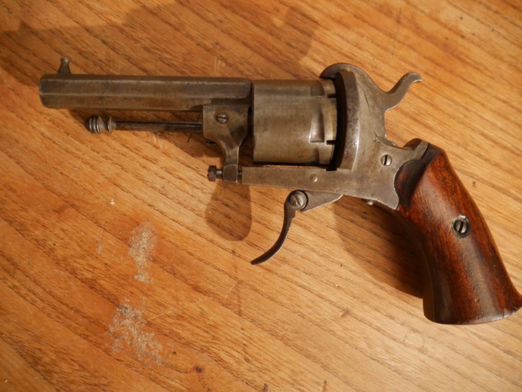 Pistolet à identifier P1060625