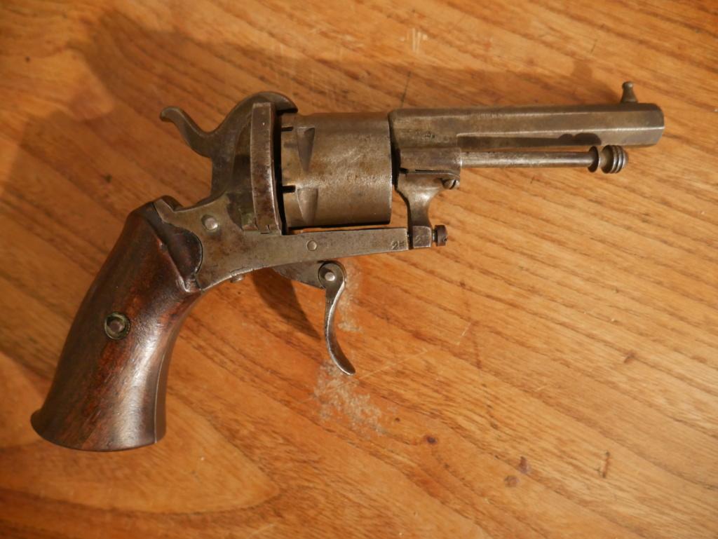 Pistolet à identifier P1060626
