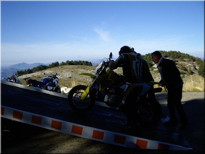 un KAWA en TERRASSE - Comment remorquer une moto de course??? Ventou12