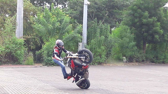 Motopiste et du Stunt à la Réunion ! Receiv55