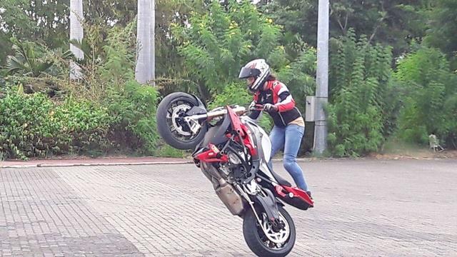 Motopiste et du Stunt à la Réunion ! Receiv56