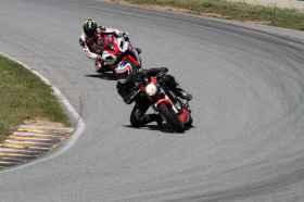 un jeune qui à besoin d'aide pour choisir sa moto T_img_72