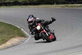 un jeune qui à besoin d'aide pour choisir sa moto T_img_73