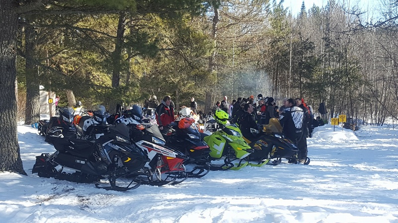 Poker Run Derby de motoneige d'hier.  16797711