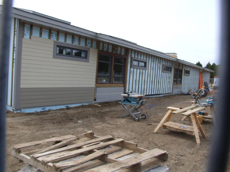 La construction de la nouvelle école progresse bien!  Dscf3130
