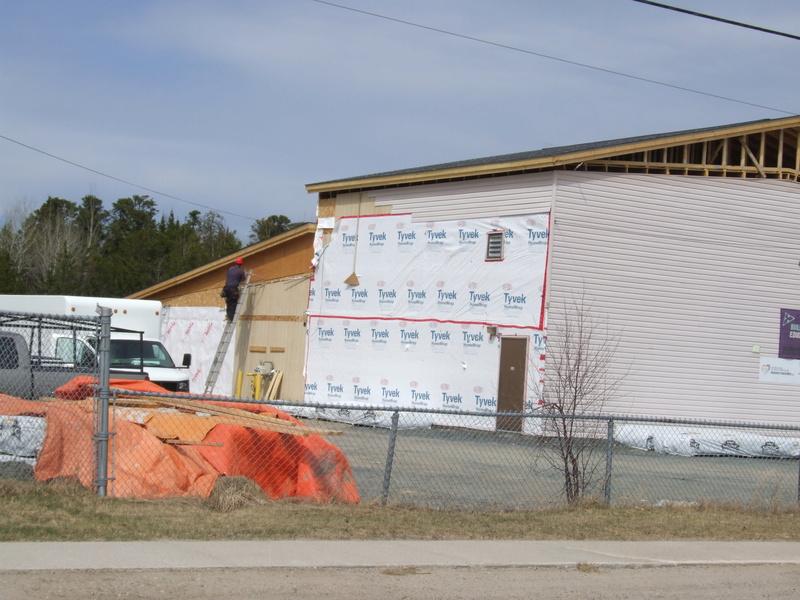 La construction de la nouvelle école progresse bien!  Dscf3131