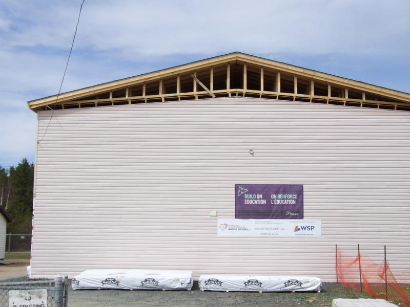 La construction de la nouvelle école progresse bien!  Dscf3132