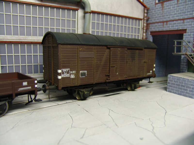 Redécoraton époque IIIa de wagons allemand en 0 Dsc00313
