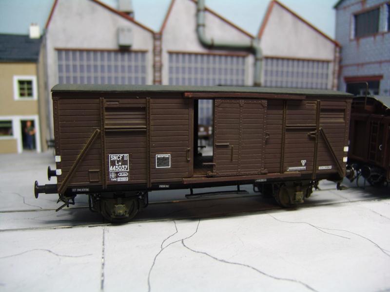 Redécoraton époque IIIa de wagons allemand en 0 Dsc00314