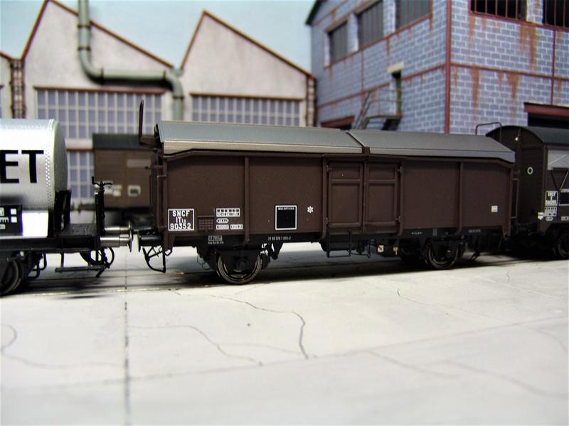 Redécoraton époque IIIa de wagons allemand en 0 Dsc00315