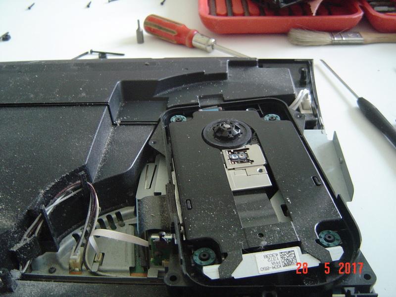 Nettoyage  de la PS3 ultra slim. Dsc05129