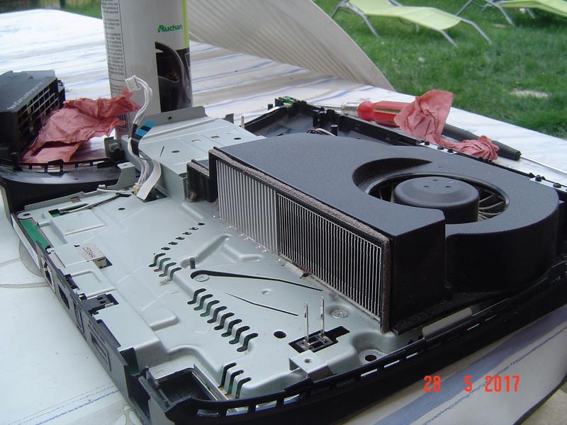 Nettoyage  de la PS3 ultra slim. Dsc05132