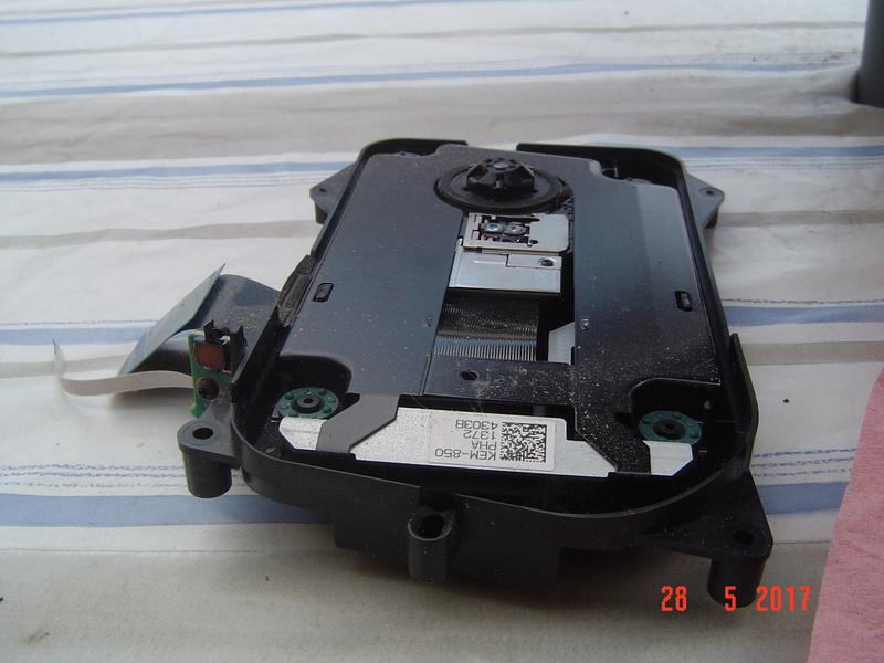 Nettoyage  de la PS3 ultra slim. Dsc05134