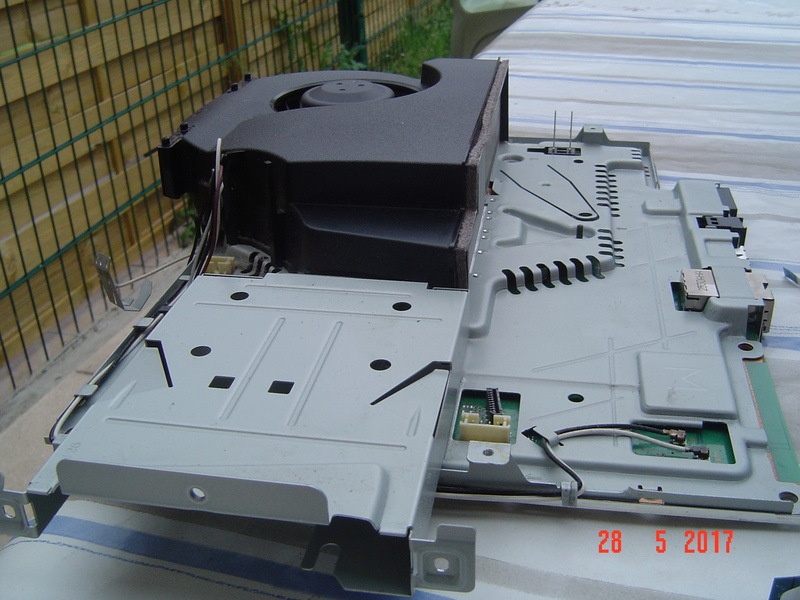 Nettoyage  de la PS3 ultra slim. Dsc05135