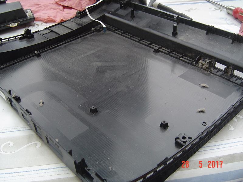 Nettoyage  de la PS3 ultra slim. Dsc05136
