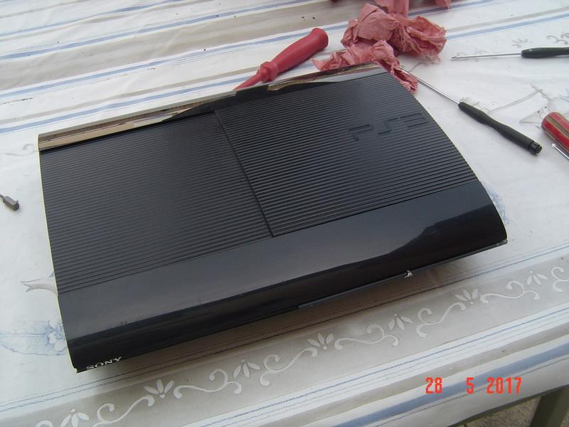 Nettoyage  de la PS3 ultra slim. Dsc05137