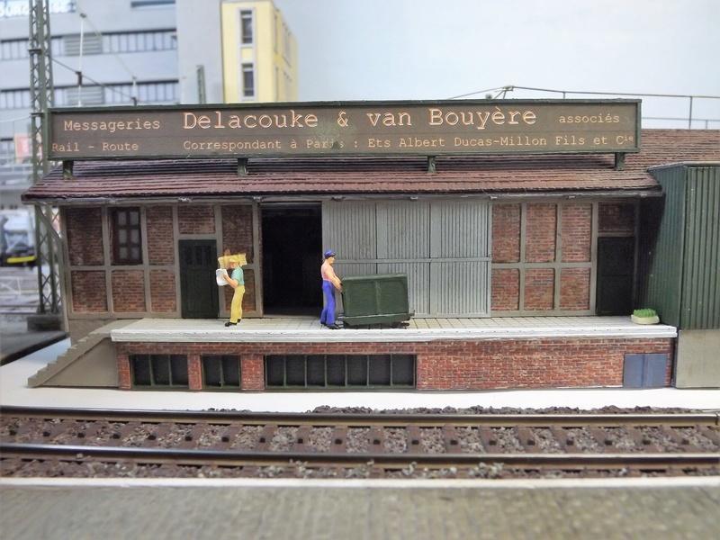 Bruxelbourg Central - Un réseau modulaire urbain à picots - Page 7 Dscf1018