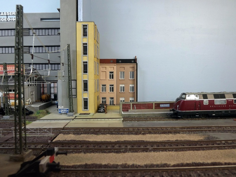Bruxelbourg Central - Un réseau modulaire urbain à picots - Page 6 Librai10