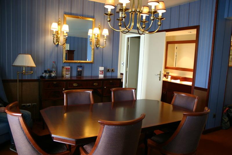 Disney's Newport BAY Club : COMPASS CLUB - Page 5 Img_7511